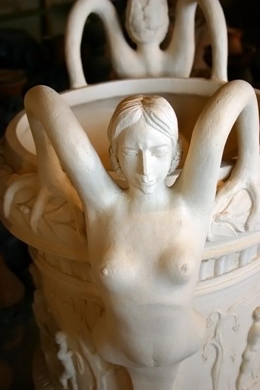 Ваза-статуэтка
